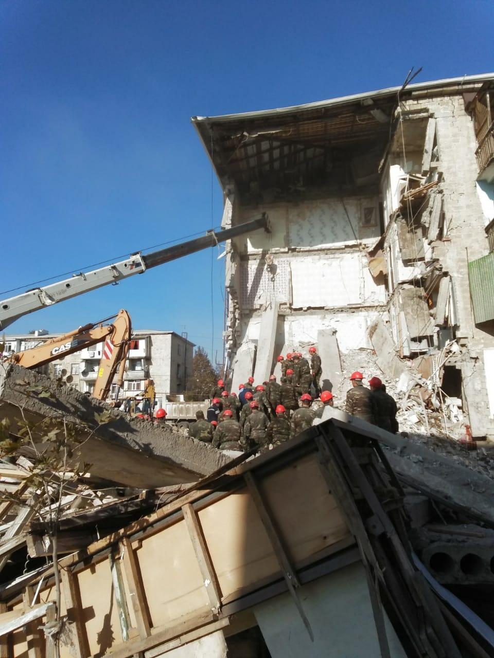 Gəncədə yaşayış binasında partlayış:  3 nəfərin meyiti çıxarılıb- YENİLƏNDİ